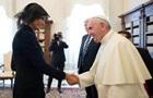 Папа Римський запитав у Меланії Трамп, чим вона годує чоловіка