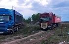На Киевщине местные жители остановили фуры с мусором из Львова