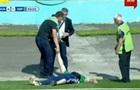 П яний уболівальник на кілька хвилин перервав матч Волинь - Карпати