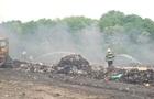 В Лубнах более десяти часов тушат горящую свалку