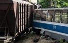 В Днепре поезд врезался в трамвай, есть жертвы