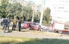 В Харькове легковушка врезалась в столб: трое погибших