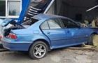В Киеве BMW влетело в автомойку, погиб работник