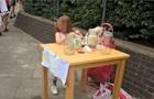 У Лондоні за торгівлю лимонадом оштрафували п ятирічну дівчинку