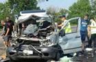 У Миколаєві зіткнулися мікроавтобус та вантажівка: троє загиблих