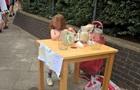 П ятирічній британці, оштрафованій за продаж лимонаду, пропонують роботу