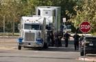 В США нашли восемь тел в грузовике на парковке