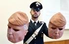 В Італії затримали грабіжників у масках Трампа