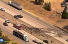 В США самолет упал на автомагистраль