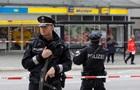 У Гамбурзі чоловік напав на відвідувачів супермаркета з ножем