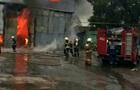 У Києві на Печерську горять склади
