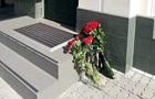 У Києві до посольства Іспанії принесли зовсім мало квітів - ЗМІ