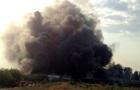 В Днепре горят склады, огонь перебросился на дома