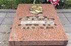Во Львове вандалы повредили надгробие на Холме Славы