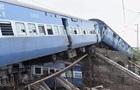 В Індії потяг зіткнувся із самоскидом: постраждали 50 осіб