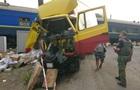 На Луганщине поезд протаранил грузовик