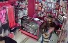 Крадіжка величезного фалоімітатора потрапила на відео
