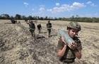 Воюємо на свої. Як Захід допомагає українській армії