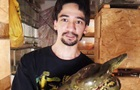 Блогер скончался после укуса змеи в прямом эфире