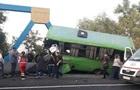 ДТП в Ізюмі: автобус з дітьми влетів в опору моста