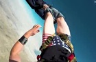 Парашутист під час стрибка залишився без штанів