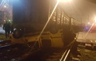 В Одессе грузовой поезд раздавил машину