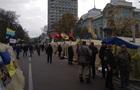 Под Радой остаются 150 митингующих
