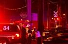 В США товарный поезд сошел с рельсов и повредил здания