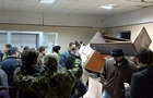 Сторонники Коханивского забаррикадировались в суде