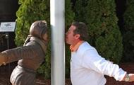 В США появилась статуя мальчика, примерзшего языком к столбу