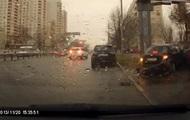 В Киеве автомобиль на скорости вылетел на тротуар с пешеходами