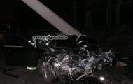 ДТП в Киеве: водитель BMW на большой скорости врезался в Chevrolet и снес столб