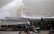 На Западную Европу обрушился мощный шторм Дирк: есть погибшие