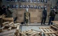 В Донецке митингующие забаррикадировались в помещении ОГА
