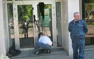 В Черкассах неизвестные облили смолой филиал Сбербанка России