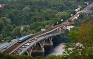 В Киеве частично ограничено движение на мосту Метро