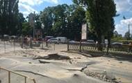 На бульваре Шевченко в Киеве провалился асфальт