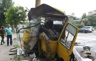 В Киеве разбилась маршрутка: травмированы более десяти человек