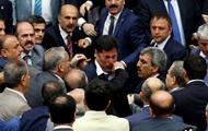 Мордобой в парламенте Турции и отступившие в Россию военные: главные фото 5 августа