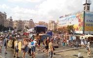 На Майдане коммунальщики убрали сцену