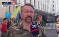 Майдановцы под АП требуют отменить военный парад на День независимости