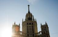 В Москве перекрашивают шпиль высотки в желтый цвет