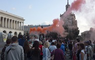 На Майдане Незалежности митингуют против военного парада