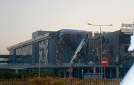 Удерживаемый украинскими военными аэропорт Донецка окружен
