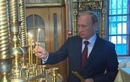 Путин поставил свечи за