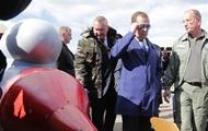 Медведев встретился с российскими военными роботами