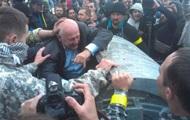 Зампредседателя Ровенского облсовета бросили в мусорный бак