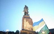 В Харькове разрушают памятник Ленину: онлайн трансляция