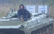 Яценюк на БМП и выставка сепаратистов под Макеевкой: фото дня