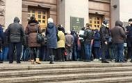 Киевляне пытались штурмовать мэрию из-за метро по 4 гривны